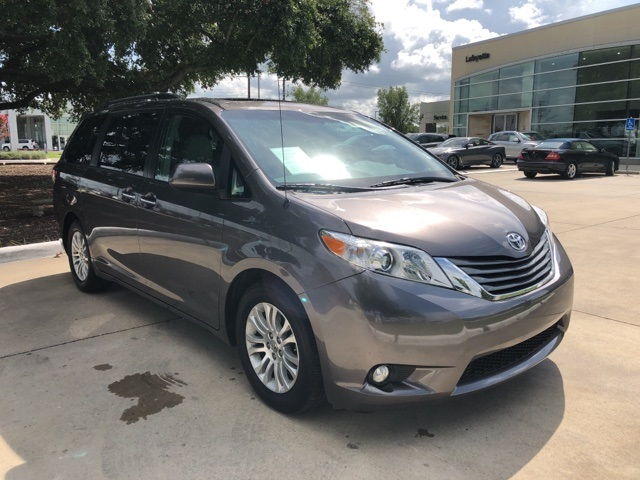 Pre-Owned 2013 Toyota Sienna XLE